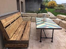 fabriquer un canapé en bois faire un banc en palette de bois et le décorer soi même les top