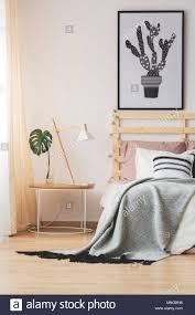 kreative moderne schlafzimmer design mit cactus poster und