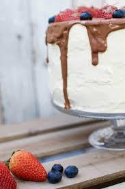 schoko chili torte mit frischkäsefrosting und frischen