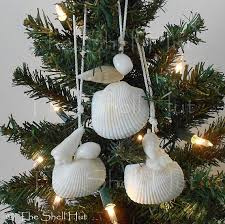 Seashell Christmas Tree Garland by 249 Best Beach Christmas Images On Pinterest Shells