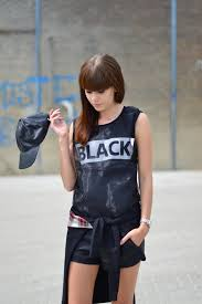 Tomboy Look In Sleeveless Black Tops And Mini Shorts Grunge Outfits For Teenage Girls