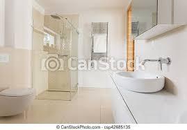 modernes badezimmer mit glasdusche modernes geräumiges