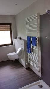 imponierendes bad mit bodengleicher dusche antikputz