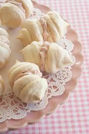Christmas Tree Meringues Uk by How To Make Meringues With Raspberry Cream Hobbycraft Blog