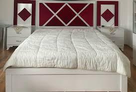 schlafzimmer schminktisch nachtkomode bordeaux