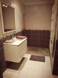 chambre d hote chamas chambre rénovée avec salle de bain dans maison d hôtes avec