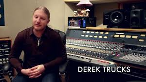 Derek Trucks Home Studio - Kitchen And Living Space Interior •