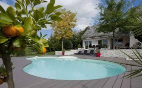 construire une piscine en bois semi enterrée