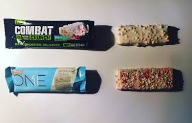 REVIEW BATTLE OhYeah ONE Birthday Cake Vs Combat Crunch