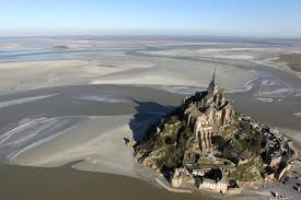 mont michel maree mont michel kenzo tribouillard via flickr la marée du