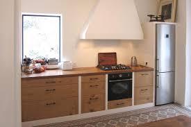 menuisier cuisiniste cuisine chene rustique moderne cache hotte extraction et éclairage