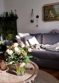 wochenendmodus frühlingsdeko wohnzimmer blumen