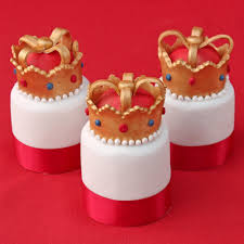 Cakes Decorated With Fruit by Individual Crown Fruit Cakes Baking Mad