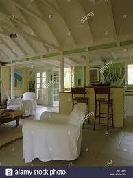 wohnzimmer und küche durch eine theke getrennt öffnen