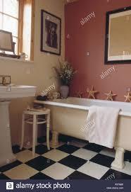 schwarz weiß schachbrettmuster vinylbodenbelag in rosa