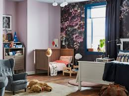 ein lila schlafzimmer traum für eltern babys ikea