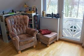 restaurer un canapé rénover un vieux fauteuil en cuir