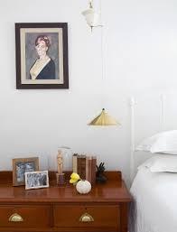 antike schubladenkommode in schlafzimmer bild kaufen