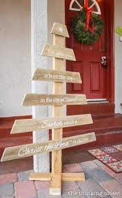 DIY Pallet Christmas Tree Sign Made With A Silhouette Machine Via Thinkingcloset