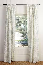 Making Curtains For Traverse Rods by What U0027s The Best Way To Hang Your Drapery How To Decorate