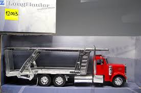 NEW RAY 12003 Peterbilt 379 Truck Carrying Cars