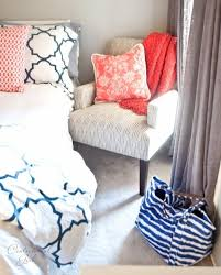 Coral Color Decorating Ideas by Best 25 Navy Coral Rooms Ideas On Pinterest Navy Coral Bedroom