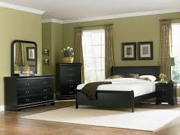 Black Bedroom Furniture White Bedding And Pillows To Match The Wall