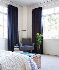 16 fesselnde innenräume mit blauen vorhängen für dramatische