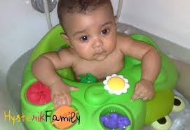 siège de bain pour bébé le bain à partir de 6 mois le clash anneau de bain ou pas