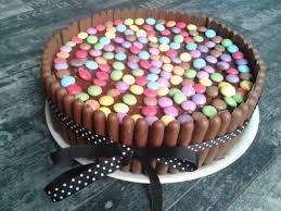 decoration patisserie en chocolat gâteau d anniversaire au chocolat fingers et smarties recette
