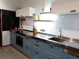 cuisine sur salon meuble cuisine anglaise typique credence design cuisine