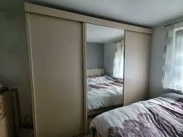 schwebetürenschrank schlafzimmer