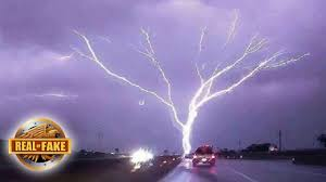 HUGE TREE SHAPED LIGHTNING BOLT