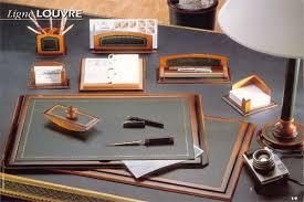 sous de bureau en cuir sous publicitaire plateau en cuir louvre format 56 x 38