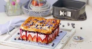 sommer erdbeer torte mit streusel boden heidelbeer topping