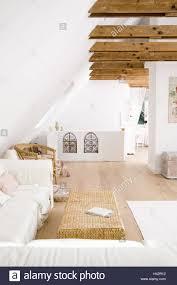penthouse wohnzimmer dach geschoss loft balken