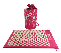 Bed Of Nails Acupressure Mat by How To Fall Asleep Faster With This Weird Acupressure Mat Joyups