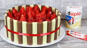 duplo torte mit erdbeeren für den muttertag duplotorte erdbeertorte