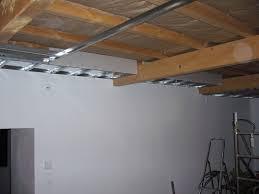 le faux plafond du salon vidéo fait par nous mission renovation