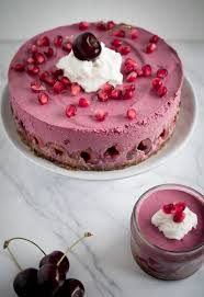 pink velvet rawcake aus roter beete und granatapfel