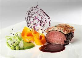dressage des assiettes en cuisine viande et dentelles de couleurs version festival visions gourmandes