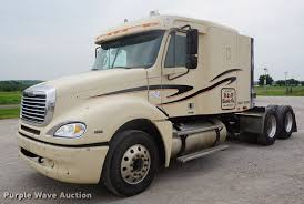 100 Cattle Truck For Sale 2005 Freightliner Columbia Semi Truck Item DD6416 SOLD