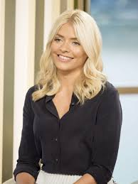 """Holly Willoughby At """"This Morning"""" TV Show In London 