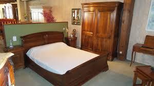 chambre a coucher en bois chambres à coucher en noyer merisier chene toujours en bois massif