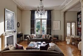 klassisches wohnzimmer im altbau mit bild kaufen
