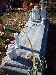 Halloween Cemetery Fence Ideas by Best 25 Grave Halloween Ideas On Pinterest Halloween Graveyard