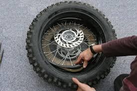 la chambre a air demontage remontage d un pneu avec chambre a air en moins de 3 mn