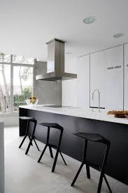cuisine minimaliste cuisine minimaliste en blanc et noir j aime le contraste des