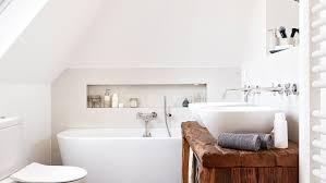 badezimmer halbhoch gefliest mit bordüre freundliche 2