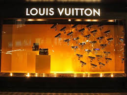 7 Things That Make A Store Window Display Irresistible To Shoppers
